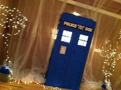 Dr. Who wedding. Tardis.
