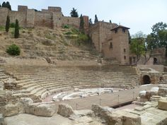 Teatro Romano de Málaga a los pies de la Alcazaba Mount Rushmore, Mountains, Nature, Travel, Romans, Cities, Viajes, Traveling, Nature Illustration