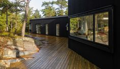 Villa Blåbär av pS Arkitektur är klädd i svart takpapp - DesignWorld
