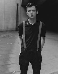 Asa Butterfield reflects on a decade spent on the big screen as he moves out of his parents home, prepares to leave teenage life behind and takes a starring turn in two of this autumn's biggest blockbusters. Asa Buterfield, Chica Cool, Home For Peculiar Children, Foto Casual, Babe, Film Serie, Poses, Boys Who, Mannequin