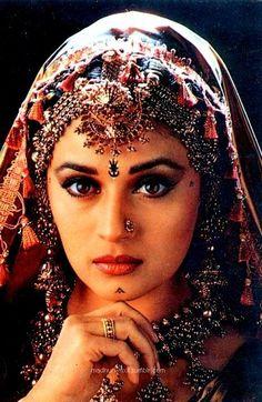 Madhuri Dixit my nomination to play Durga Bollywood Costume, Bollywood Saree, Indian Bollywood, Bollywood Fashion, Beautiful Bollywood Actress, Most Beautiful Indian Actress, Madhuri Dixit, Indiana, Vintage Bollywood