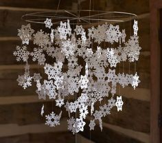 Snowflake Mobile // How to Make Snowflakes:  http://bontempsbeignet.blogspot.de/2011/11/faux-sneaux-flakes.html