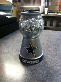Dallas Cowboys Clay Pot Candy Jar - for my brother Dallas Cowboys Crafts, Cowboys Gifts, Dallas Cowboys Wreath, Dallas Cowboys Party, Cowboys Football, Clay Pot Projects, Clay Pot Crafts, Cowboy Christmas, Country Christmas
