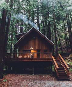 Ever wanted your own tiny house cabin? Want to be more self-sufficient and live off grid? Here's how to build a nice tiny cabin powered by solar panels. Cabins In The Woods, House In The Woods, Cabin Homes, Log Homes, Little Cabin, Cabins And Cottages, Log Cabins, Mountain Cabins, Tiny House Design