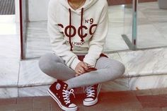 This sweatshirt looks great, love the color contrast with white + dark. Leggings (with shorts over them I think?) and converse look cute with it too, though I don't often wear leggings. Might be nice to have more. Converse All Star, Converse Style, Outfits With Converse, Cute Outfits, Maroon Converse, Converse Fashion, Teen Outfits, Pretty Outfits, Sport Outfits