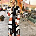 This Cardigan from has quickly become one of my favorites this Fall. It truly feels like I am wearing the coziest blanket wrapped around me, AND it's totally cute to boot! Win win if you ask me! Hot Blondies, Cozy Blankets, Fall Winter Outfits, Straight Hairstyles, Kimono Top, Cute Outfits, My Style, Tees, How To Wear