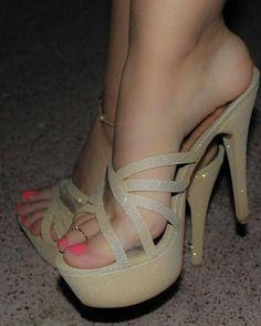 Head over Heels - High heel shoes 2018 Sexy Legs And Heels, Hot High Heels, Platform High Heels, High Heel Boots, Heeled Boots, Shoe Boots, Heeled Sandals, Women's Shoes, Pumps Heels