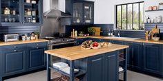 Blue Kitchen Cabinets, Ikea Kitchen, Kitchen Decor, Kitchen Design, Green Cabinets, Navy Cabinets, Kitchen Countertops, Loft Interior Design, Kitchen Pictures