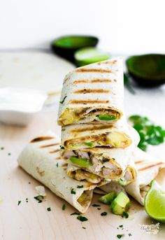 Burritos, Thing 1, Penne, Street Food, Guacamole, Tacos, Food And Drink, Ethnic Recipes, Quiche