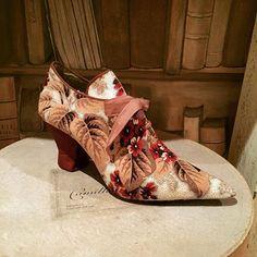 #chaussure #papiermache #tissuancien #alsace #secondempire #antiquetextile #creationbaucisetphilemon 👠