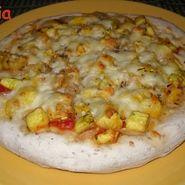 Pizza con calabaza amarilla y jamón