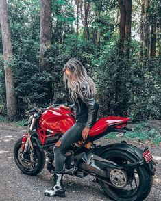 potts with her Monster Use the hashtag to share your Ducati passion. We will repost you 👇? Chopper, Monster 1200, Ducati Motor, Female Motorcycle Riders, Moto Ducati, Super Sport Cars, Sportbikes, Biker Girl, Car Girls