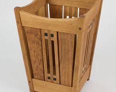 Arts and Crafts Mission Oak Wastebasket Stickley era style Wooden Laundry Basket, Laundry Baskets, Craftsman Furniture, Amish Furniture, Wooden Projects, Wood Crafts, Wooden Garden Planters, Mission Oak, Arts And Crafts Furniture