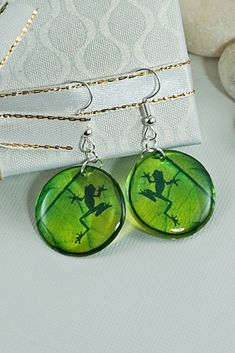 Frog Earrings, Shadow On Leaf Nature Lover Cute Animal Resin Dangle Earrings, Green Circle Clear Transparent Earrings, Unique Gift For Women Green Earrings, Small Earrings, Circle Earrings, Leaf Earrings, Frog Frog, Unique Gifts For Women, Cute Frogs, Pink Turquoise, Butterfly Earrings