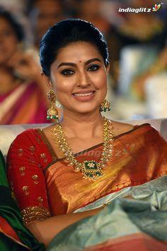 Indian Actress Hot Pics, Tamil Actress Photos, South Indian Actress, Indian Actresses, Sneha Actress, Old Actress, Beautiful Girl Indian, Most Beautiful Indian Actress, Sneha Saree