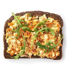 Bruinbrood met paprikaspread. Lunch, 6 personen