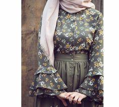 Wanna wear these types of dresses Modern Hijab Fashion, Abaya Fashion, Muslim Fashion, Skirt Fashion, Fashion Outfits, Fashion Muslimah, Hijab Evening Dress, Mode Abaya, Iranian Women Fashion