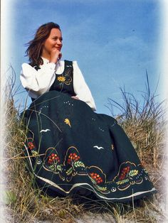 FolkCostume&Embroidery: Overview of Norwegian Costumes part the West. Karen - new, Rogaland. Folk Costume, Costumes, Going Out Of Business, Looking For Someone, Ethnic Fashion, Traditional Dresses, Norway, Embroidery Ideas, Inspiration
