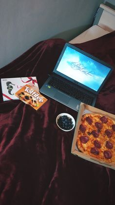 #night #prettylittleliars #pizza #toffifee #chocolate #dream #blueberry #homealone