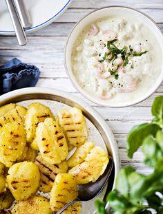 Grillatut perunat ja katkarapu-pestojogurtti | K-ruoka #grillaus