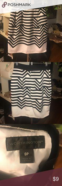 Worthington black and white pencil skirt w/pockets Worthington black and white pencil skirt w/pockets. Like new condition. No flaws Worthington Skirts