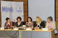 #entreMujeres moderando un debate con @mujeresCien