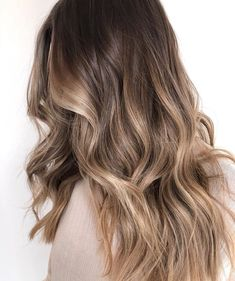 Once you have decided the technique of balayage you are left with the color and the amount to choose from. It can end up being either too much ( in a lot of cases ) or you may think not enough. The… hair Mushroom balayage Balayage Hair Blonde, Brunette Hair, Bayalage Brunette, Fall Balayage, Balyage Hair, Bronde Balayage, Brunette Color, Bronde Haircolor, Ombre Hair Color