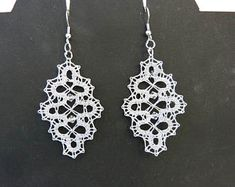 Risultati immagini per bobbin lace jewellery Real Diamond Earrings, Lace Earrings, Lace Jewelry, Crochet Earrings, Earrings Handmade, Handmade Jewelry, Bobbin Lace Patterns, Lacemaking, Lace Heart