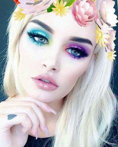 Adorable Blue Fairy Makeup: 70 Halloween Makeup Ideas https://femaline.com/2017/10/20/blue-fairy-makeup-70-halloween-makeup-ideas/