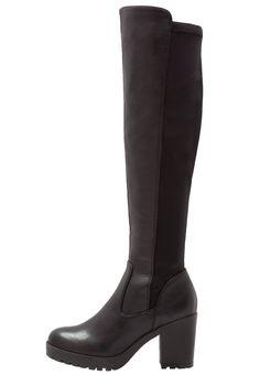 ¡Consigue este tipo de botas de caña alta de H.I.S ahora! Haz clic para ver los detalles. Envíos gratis a toda España. H.I.S Botas mosqueteras black: H.I.S Botas mosqueteras black Zapatos   | Material exterior: piel de imitación/tela, Material interior: cuero de imitación/tela, Suela: fibra sintética, Plantilla: cuero de imitación | Zapatos ¡Haz tu pedido   y disfruta de gastos de enví-o gratuitos! (botas de caña alta, caña, cañas, mosquetera, mosqueteras, alta, xxl, altas, highl...