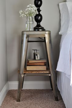 Vintage Farmhouse Decor Industrial Stool Nightstands - With a little planked wood DIY shelf, I made these metal industrial stool nightstands for our guest bedroom. Diy Home Decor, Cheap Home Decor, Home Decor, Apartment Decor, Urban Interiors, Interior Design, Industrial Stool, Vintage Industrial Furniture, Industrial Home Design
