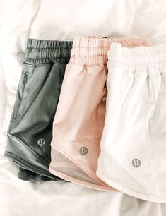 As a student athlete, lululemon has high-quality products that fit a variety of sports. Today I'll be sharing my favorite products so far, but if you've found a lululemon product you absolutely love, please let me know! Source by kaileealtena outfits moda Cute Workout Outfits, Cute Comfy Outfits, Workout Attire, Cute Summer Outfits, Trendy Outfits, Fashion Outfits, Sporty Fashion, Sporty Chic, Dance Workout Clothes