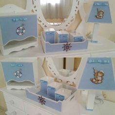 Saindo mais um kit! Esse à pedido da vovó Carla ,fiz o tema marinheiro no azul claro.E gostei do resultado👶 😉😍 #redecorar #kithigienebebe #quartodebebe #menino #principe #instababy #decorbaby #babydecor #artesanato #arte #inlove #mamãe #bebê #baby #kids #enfeitedeporta #feitocomamor #grávidas #kithigienemdf