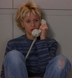 street style in film — Meg Ryan in French Kiss Meg Ryan Haircuts, 90s Haircuts, Meg Ryan Hairstyles, Short Shaggy Haircuts, Messy Bob Hairstyles, Creative Hairstyles, Older Women Hairstyles, Trending Hairstyles, Natural Hairstyles