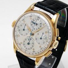 Universal Aero-Compax - Très beau chronographe trois compteurs, qui se caractérise par la présence d'un cadran supplémentaire à 12h, permettant de mémoriser le début d'une opération grâce à une couronne supplémentaire fixe située à 9h.     Mouvement mécanique à remontage manuel (calibre 287).  Boîtier en or jaune, sur bracelet cuir.     Diamètre : 37 mm. Dream Watches, Fine Watches, Men's Watches, Watches For Men, Gold Pocket Watch, Watch 2, Bracelet Cuir, Beautiful Watches, Man Style