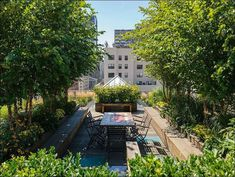 Green roof top garden design ideas come from traditional homes and bring the echo of the past into modern Green building design Modern Roof Design, Rooftop Design, Rooftop Terrace, Terrace Garden, Rooftop Decor, Terrace Ideas, Rooftop Lounge, New York Rooftop, Ville New York