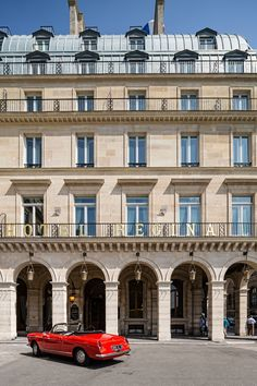 Hotel Regina Louvre: Five Star Hotel In Paris, France Hotel Architecture, Commercial Architecture, Classical Architecture, Hotels And Resorts, Luxury Hotels, Beautiful Paris, Fine Hotels, Interior Design Magazine, Paris Hotels