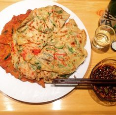 Kimchi and haemul bindadduck(sea food pancake)