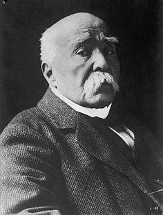 Georges Eugène Benjamin Clemenceau. Van 28 september 1841 tot 24 november 1929. Georges Clemenceau gaf de Duitsers de schuld van de oorlog en van vol haat tegen ze. Bij de 'Vrede van Versailles' kreeg Duitsland dus ook de schuld van de oorlog en verloor veel geld en land.
