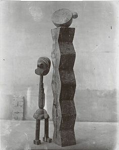 Constantin Brancusi (Bois) Group Mobile (L'Enfant au monde) 1917 Gelatin silver print. x cm) Signed and titled in ink on the verso. Peggy Guggenheim, Guggenheim Bilbao, Art Sculpture, Modern Sculpture, Abstract Sculpture, Abstract Art, Totems, Constantin Brancusi, Espanto
