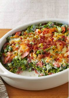 Creamy Broccoli-Bacon Bake – Shredded cheddar, cream cheese and smoky OSCAR MAYER bacon give this tasty broccoli bake its creamy, flavorful appeal. Make room for this delicious side dish on your Thanksgiving dinner menu! Your family and friends will enjoy the original recipe but if you're looking to switch things up a bit, consider cauliflower instead. Either way, this hot cheesy casserole is sure to please the holiday crowd. Atkins, Broccoli And Cauliflower Side Dish, Broccoli Side Dishes, Side Dishes With Ham, Cauliflower Low Carb Recipes, Low Carb Broccoli Salad, Broccoli Florets, Creamy Garlic Broccoli, Broccoli Chicken