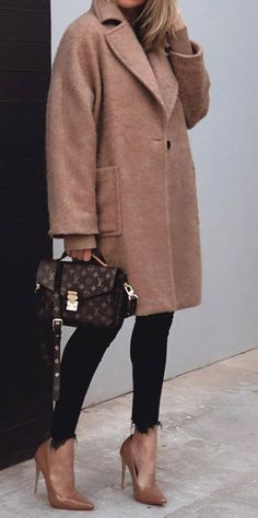 how to style a cashmere coat : bag black skinnies nude heels