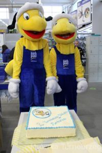 Nasze Mrówki z tortem urodzinowym