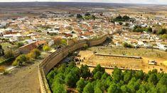 Los 17 pueblos más bonitos de Castilla-La Mancha – Tourismaniac Queso Manchego, Golf Courses, Places To Go, Dolores Park, Travel, Guadalajara, Castles, Cities, Bonito