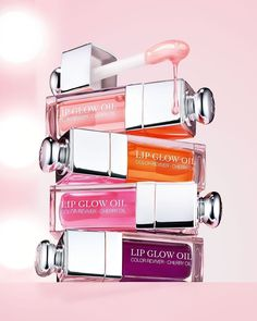 Shop Dior's Lip Glow Oil at Sephora. This nurturing, glossy lip oil protects and enhances the lips, bringing out their natural color. Dior Lip Glow, Makeup Package, Dior Beauty, Givenchy Beauty, Lipgloss, Lipsticks, Dior Makeup, Lip Oil, Make Up Collection