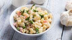 Italiansalaatti on monelle tuttu suosittu kaupan valmissalaatti. Itse tehtynä salaatti nousee luksusluokkaan. Maukas majoneesikastike sitoo ainekset yhteen.