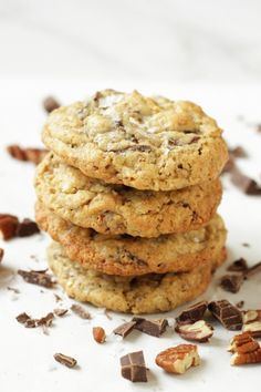 Cowboy Cookies are made with real chopped chocolate, oatmeal, shredded coconut and pecans. They are thick, soft and chewy. You will love these cookies. American Chocolate Chip Cookies, Oatmeal Chocolate Chip Cookies, Oreo Cheesecake, Walnut Cookies, Cookie Calories, Strawberry Recipes, Tray Bakes, Cookie Recipes, Shredded Coconut