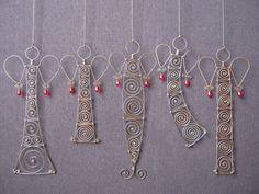 Questi cinque sculture di angelo filo arrugginito sono da circa 13 cm a circa 19 cm di altezza.