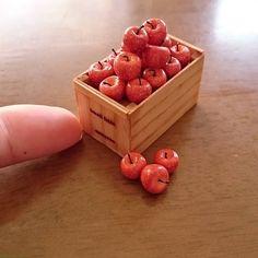 """193 Likes, 12 Comments - satoyann76 (@turmerick2004) on Instagram: """"りんご木箱 ちょっと…色付けしてみた こんな感じで…どうかしら? 20個山盛りな感じに見えますかね?…"""""""