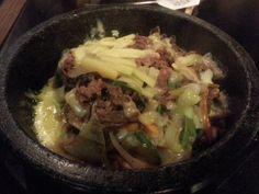 石焼チーズプルコギ丼 ¥1,280 (大好きなプルコギ&チーズ!辛いのが苦手な人にピッタリ!)